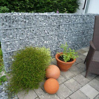 Gabionen und Steine