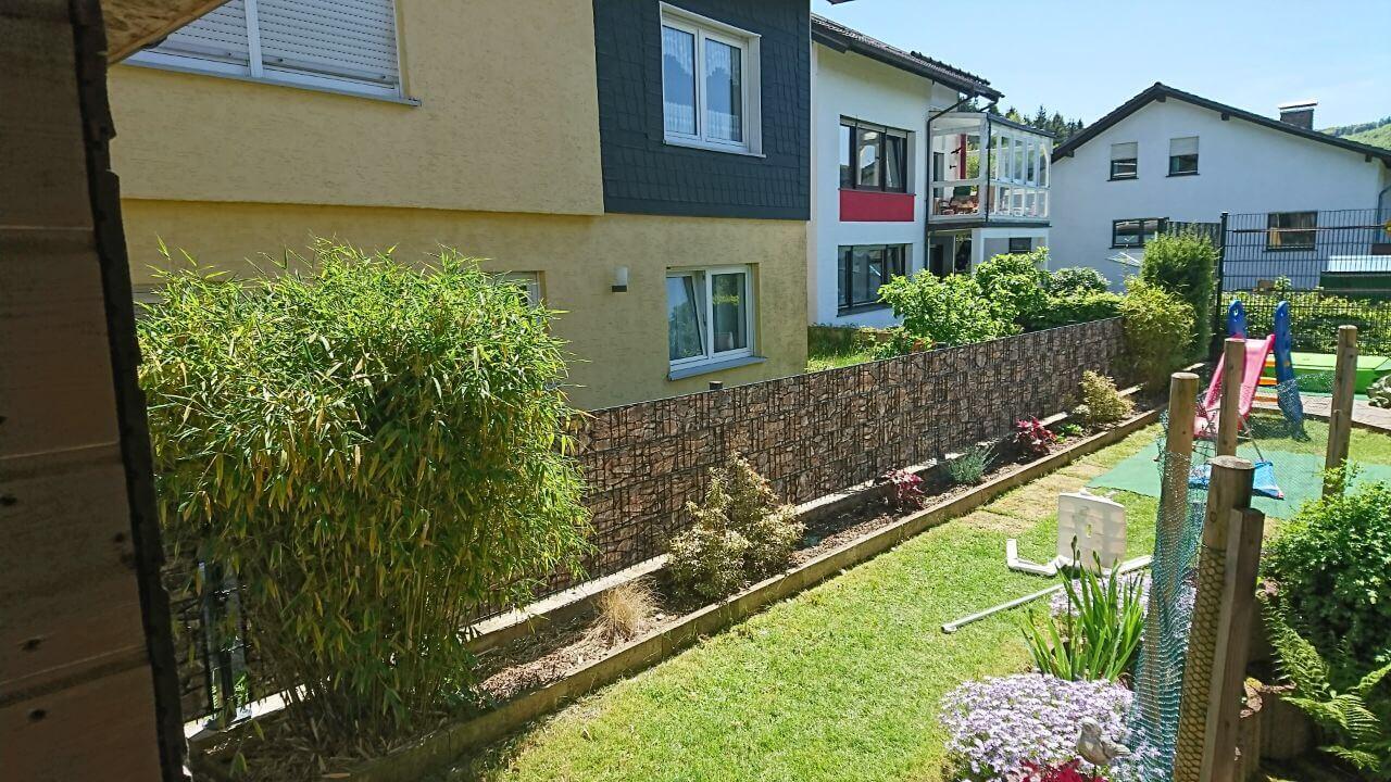Zaun gartenzaun hoch 2 m sichtschutz steinmuster zum - Gartenzaun blickdicht ...