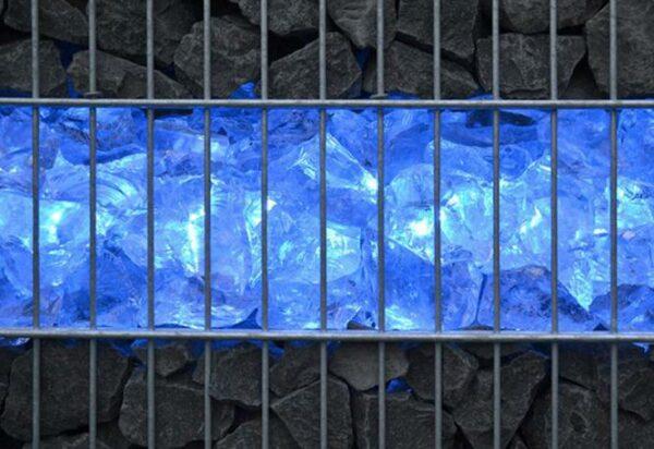 gabionen-leuchte-licht-6853-blau-gabionensteine-leuchten