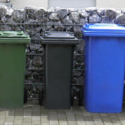 Gabionen Müllabtrennung befüllt vor dem Haus